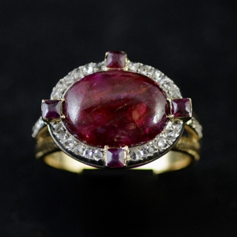 Ring ruby and diamond